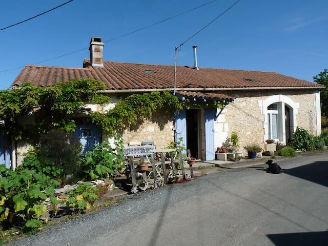 Maison douillette dans le Périgord vert - Brantôme - Huis