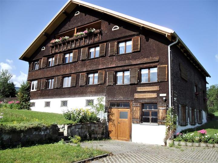 Gästehaus Wiesenhof Ferienwohnung Kanisfluh