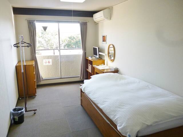 Best location! 15 minutes on foot from Kyoto Station【Western style Single room】