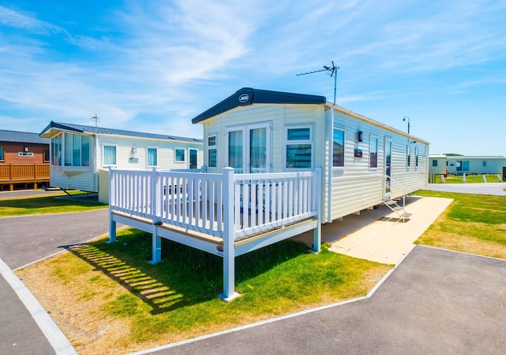 SBL1 - Camber Sands Holiday Park - Sleeps 8 - Enclosed Deck + Private Parking - Central Quiet Plot