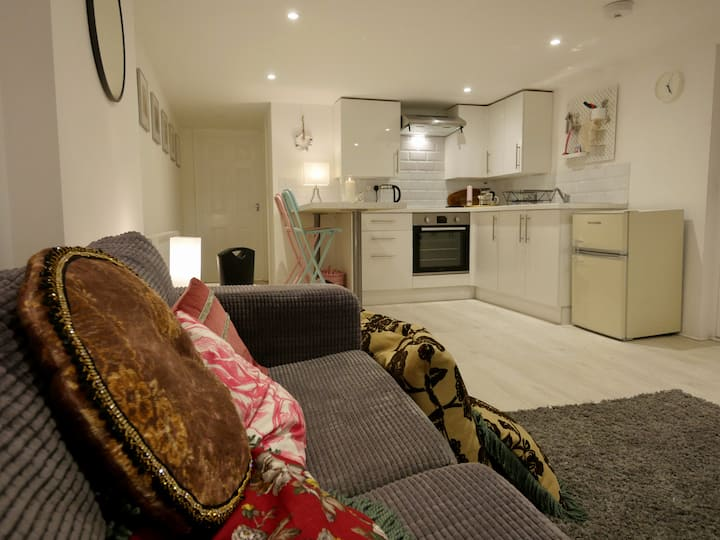 Cosy, Modern One-Bed in Shoreham - 'Moonriver'