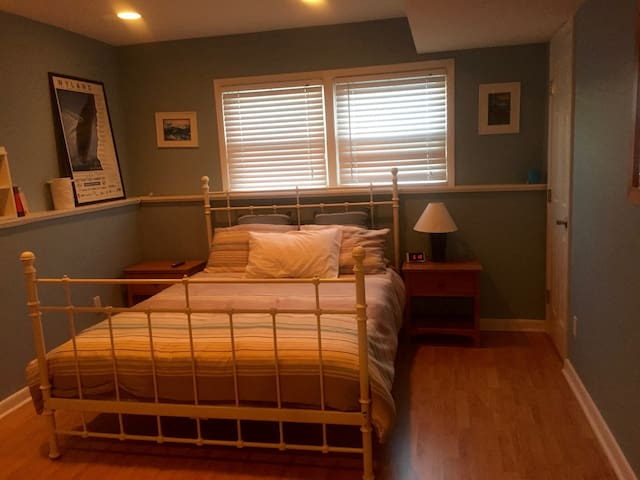 Private room and bath, 30-50 min from NYC - Bergenfield - Hus