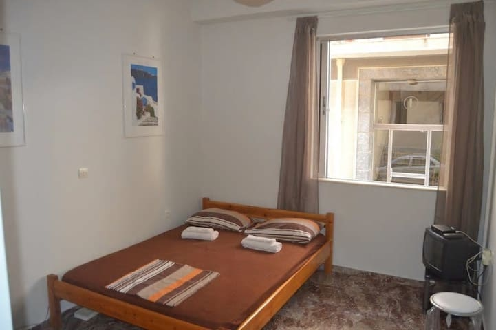 Small cosy flat close to center, metro &Acropolis!