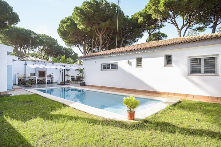 """Beautiful Holiday Home """"Chalet Los Almendros"""" with Wi-Fi, Garden, Terraces & Pool; Parking Available"""
