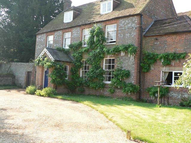 Hazeley Farm House,Twyford, Winchester Close to M3