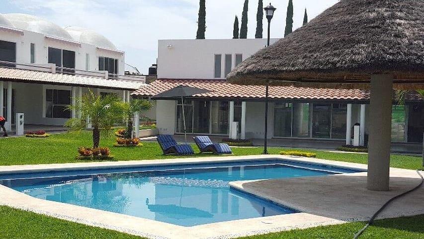6 Alberca climatizada Residencial Paraiso Cocoyito