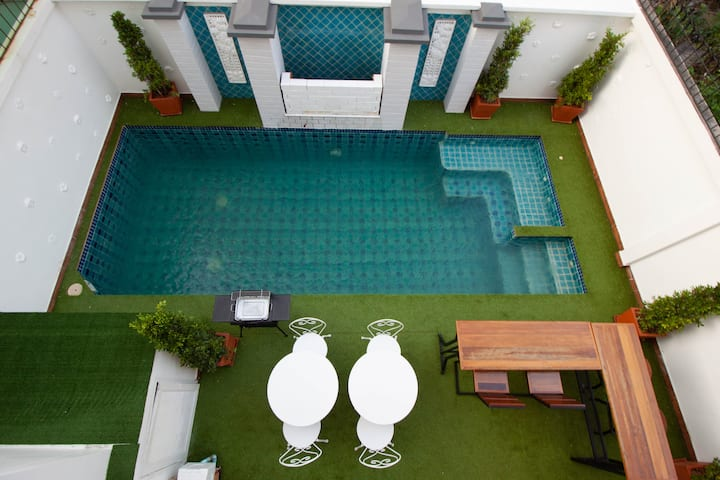Pattaya pool villa 4 bedrooms with private pool