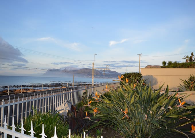 KALK BAY Self catering cottage with sea view