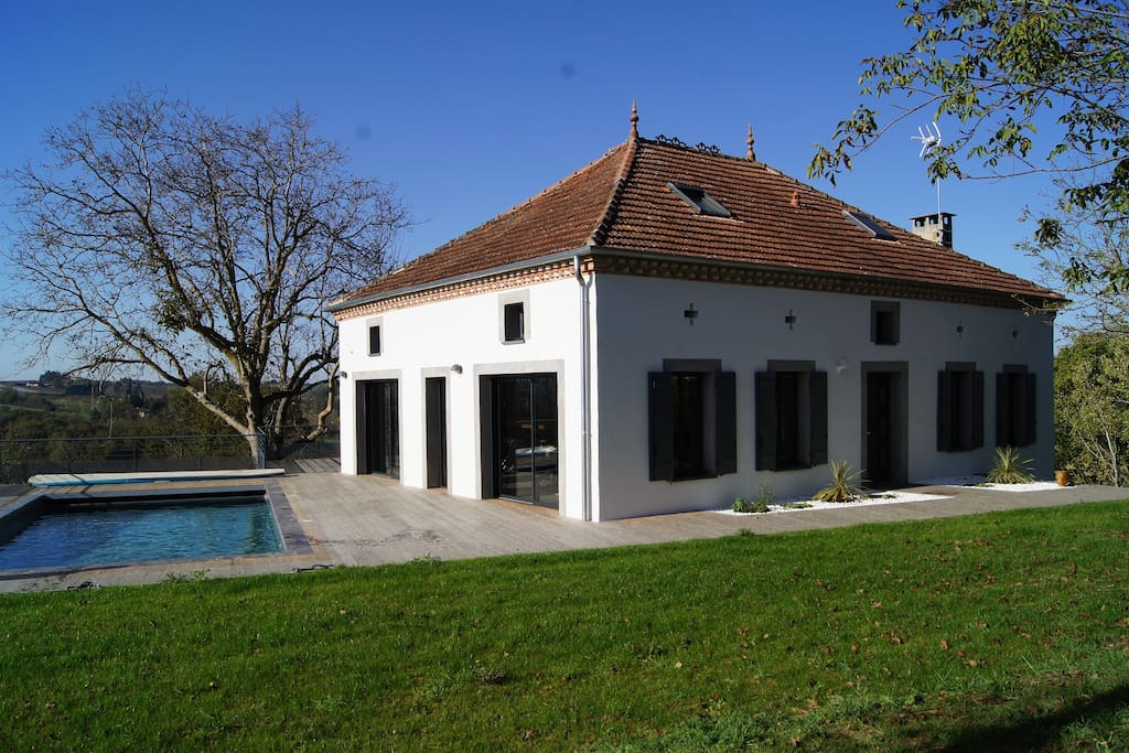 Luxueuse maison avec piscine houses for rent in durfort for Maison luxueuse moderne