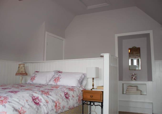 Beautifully Restored Widow's Cottage Getaway