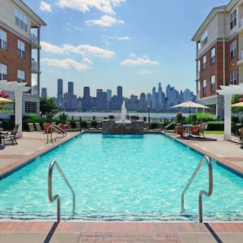 Close to NYC, Great Views, Awesome Location!