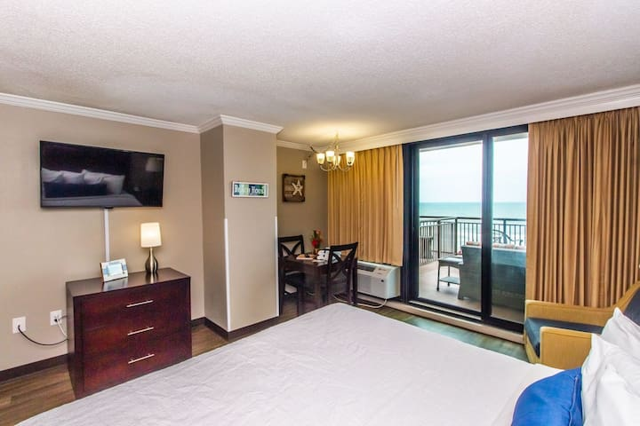 Oceanfront Romance Suite - Incredible Balcony! Caravelle Resort 513