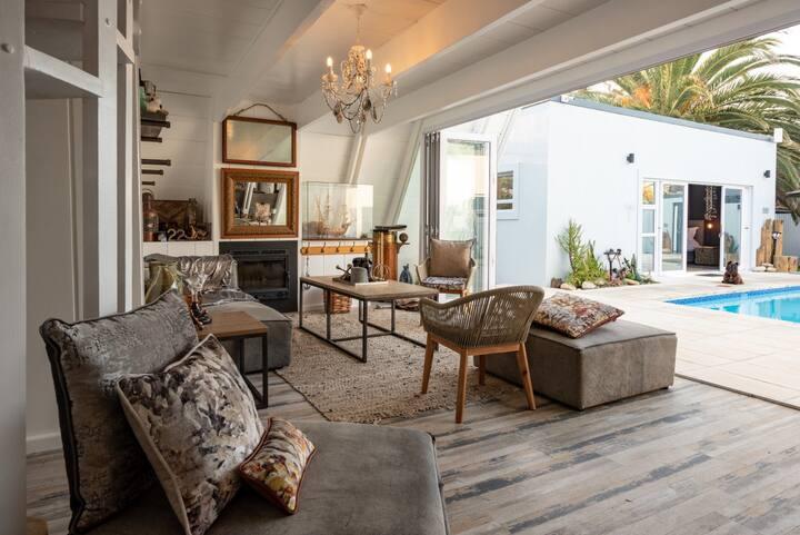 Elegant Dbl Room, walking distance to beach | Salt
