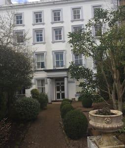 Bespoke entire flat in St Aubin - St Aubin  - อพาร์ทเมนท์