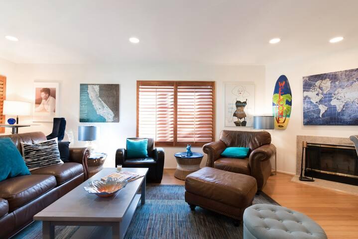 Private Spacious Room in Elegant Monrovia Bungalow