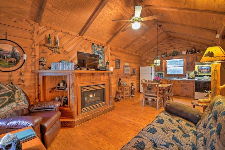 NEW! Dreamy Dahlonega Cabin on Pond w/ Hot Tub!