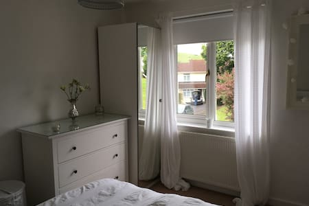 Good location,Close to Uni & City,good bus route . - House