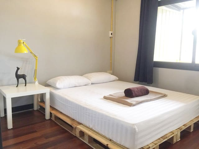Private Room/Balcony@Sukhumvit 64 (6 mins to BTS)