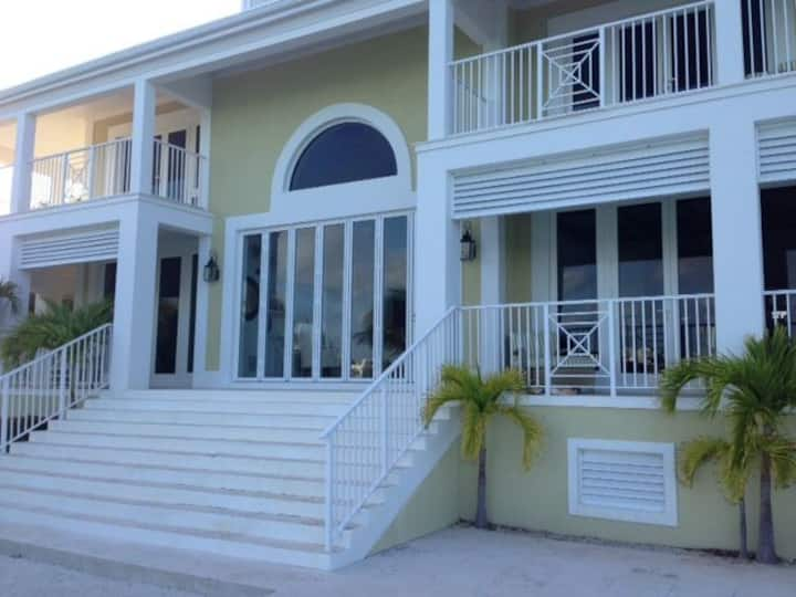 Stunning waterfront home on Great Exuma, Bahamas!