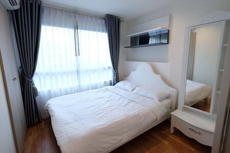 Family Room Condo Phetkasam98