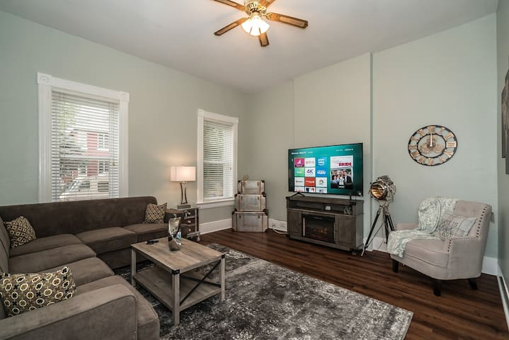 Entire home, renovated just minutes from downtown!