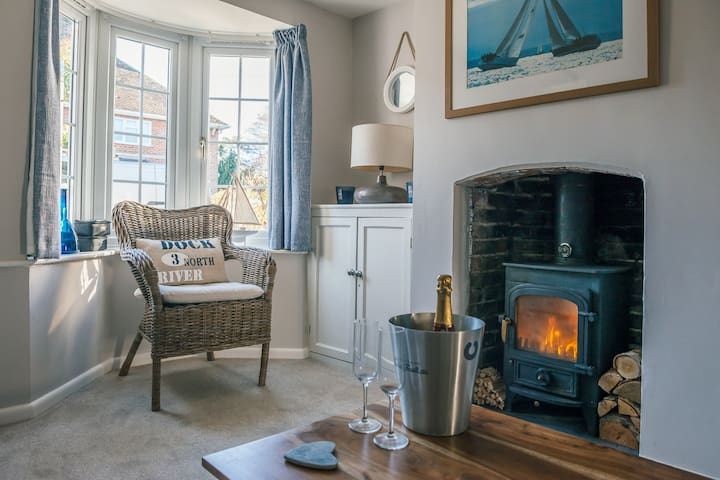 Sea Cottage, Lymington. A Charming Stay nr Marinas