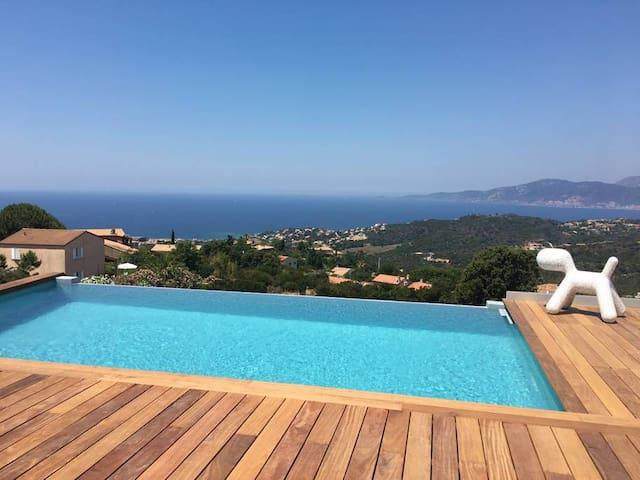 Villa neuve 4 suites piscine chauffée vue mer 180°