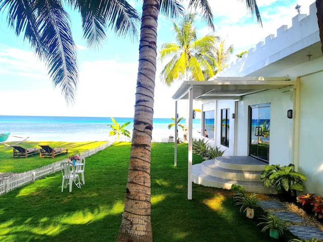 "Beach Front ""White House Villa"""