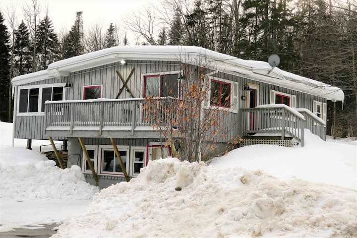 Cozy Chalet Minutes From Stratton and Mount Snow!