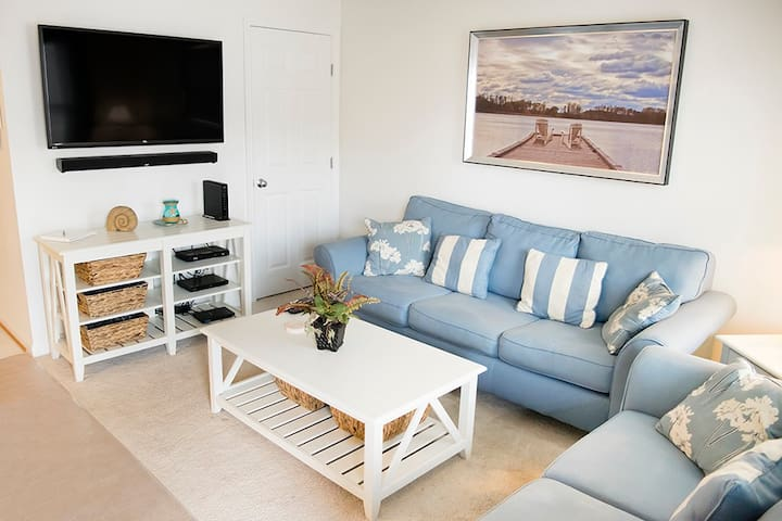 Jamestown Manse B - Pet-Friendly in North OCMD!