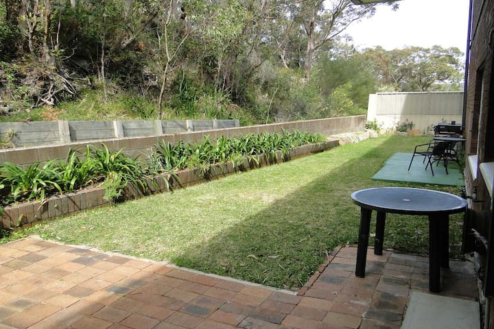 4 'Adriana', 83 Ronald Avenue - open plan living with backyard