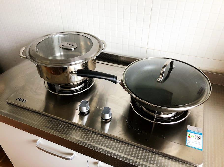 厨房 - 我们日常是自己做饭的,所以厨具调料都很棒的