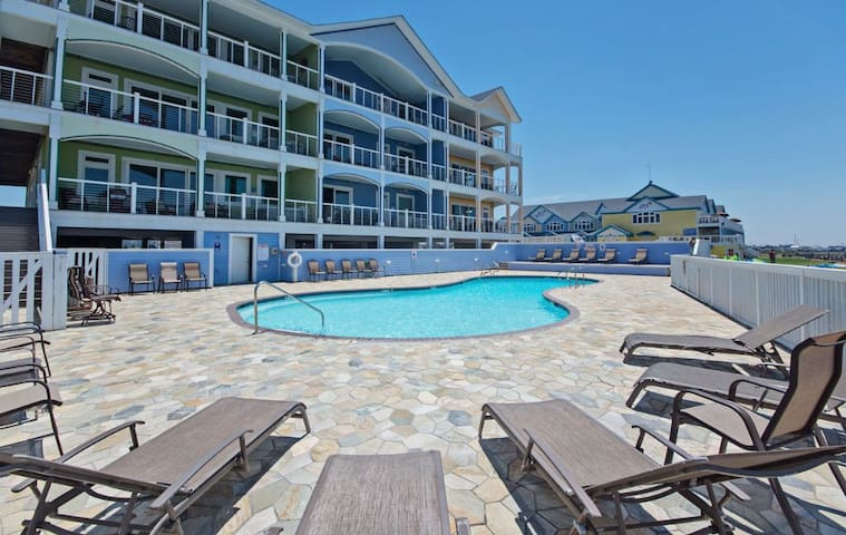 Spacious Soundfront with large balcony, private hot tubs, endless sunsets, onsite watersports (WV17)
