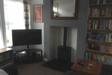 Room in terrace house near Harrogate town centre!