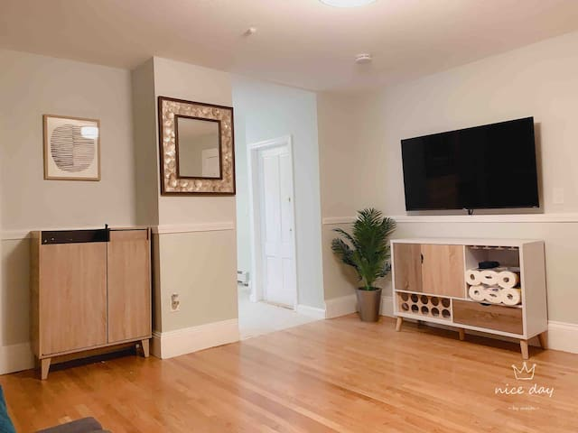 Spacious 1 BR Apt. 2-3 Guests, Living, Kitchen