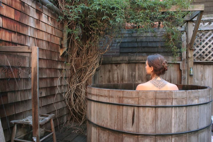 Treehouse Sanctuary with Tea and Hot Tub - Berkeley - House