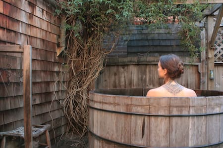 Treehouse Sanctuary with Tea and Hot Tub - Berkeley