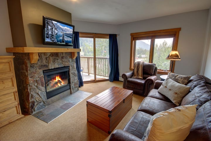 Red Hawk Lodge 2275-Walk to skiing, Ski Slope view, Fitness center, Outdoor pool & hot tub, Parking included