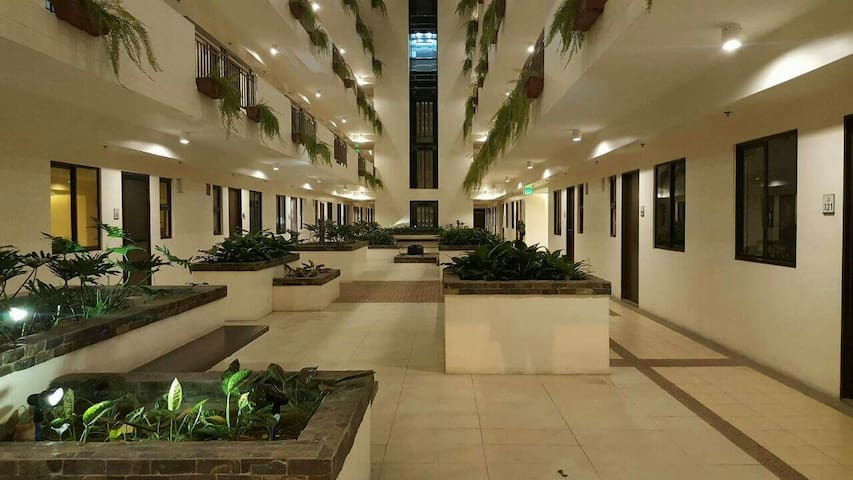 ARISTA PLACE | 2BR w/ Balcony - Parañaque - Dom