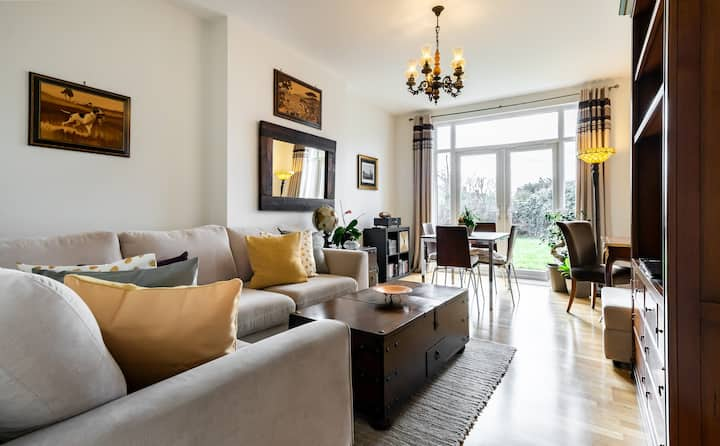 Stylish Romantic Apartment with garden, London