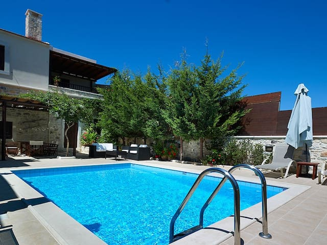 Olive Villa, Sgourokefali Crete - Sgourokefali - Villa