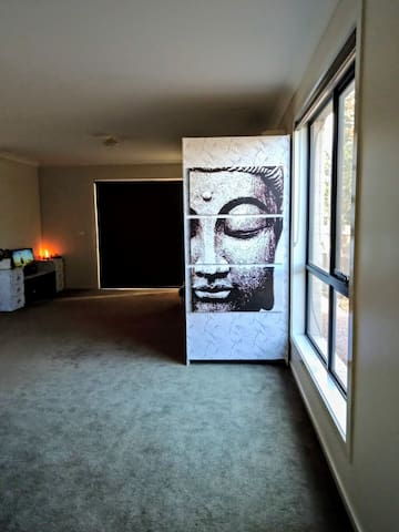 Zen room #3 in Point cook with free breakfast.