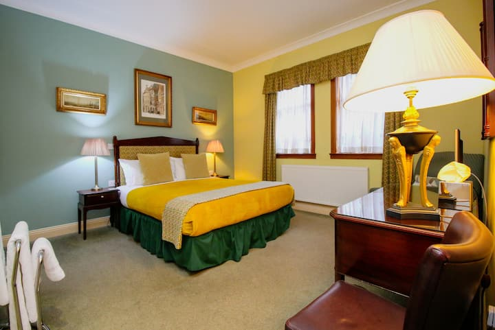 Large Double Room near Bellahouston Park Glasgow