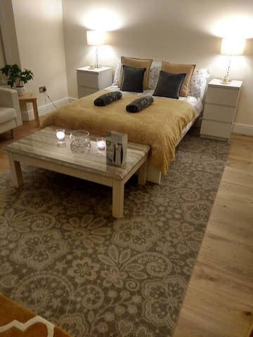 Beautiful new double bedroom next train station