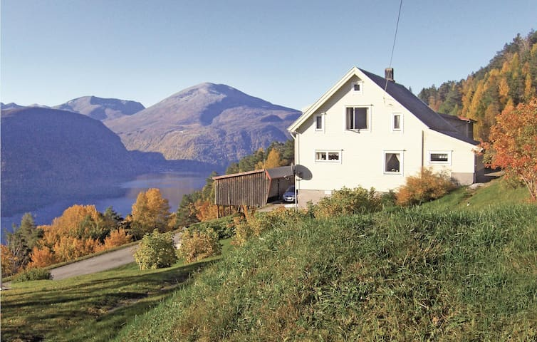 Holiday cottage with 4 bedrooms on 105m² in Valldal