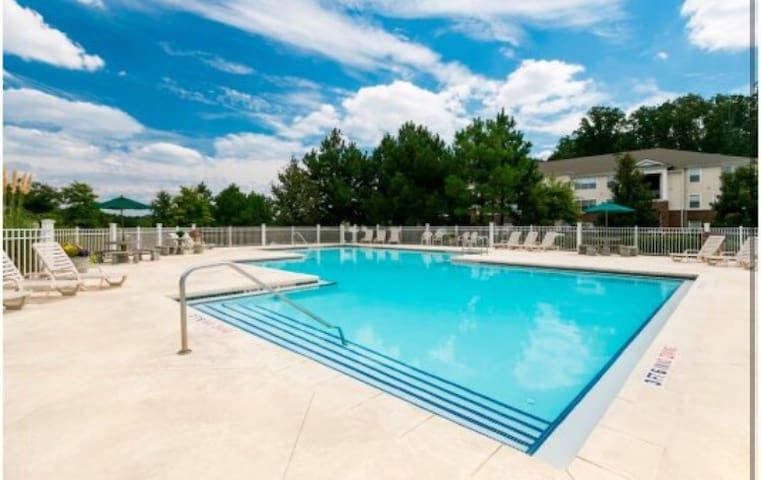Cozy apt with pool - Cartersville - Daire