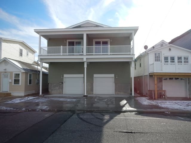 Beautiful New 4 BR / 2 BA Shore House - Seaside Heights - House