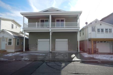 Beautiful New 4 BR / 2 BA Shore House - Seaside Heights - Rumah