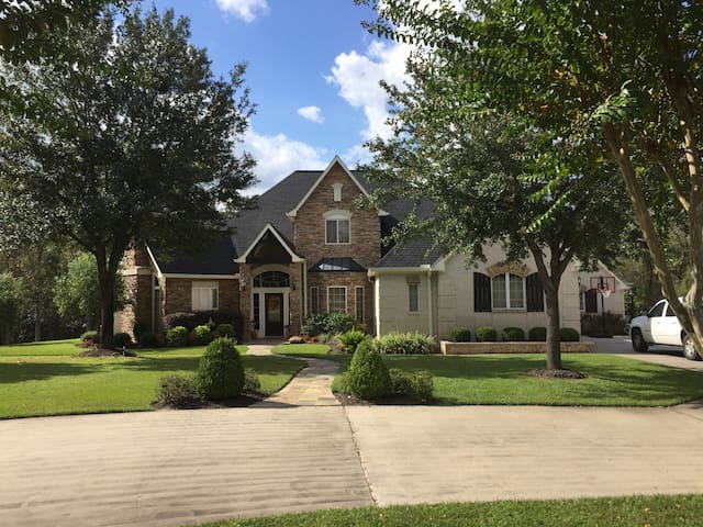 Large home in gated subdivision for Super Bowl LI - Huffman - Huis