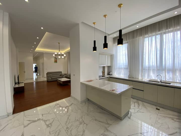 Beautiful Penthouse In Legacy Luxury Apartments